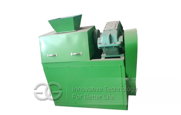 Roll-type organic fertilizer making machine